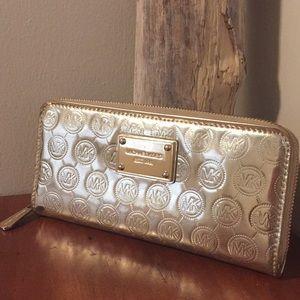 🌿 Michael Kors gold full zip wallet